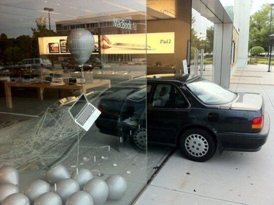 Apple-Store-Car-smashes-into-store