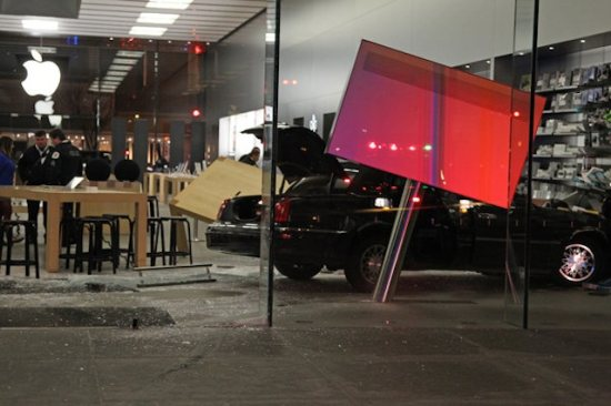 apple store lincoln park car smashed