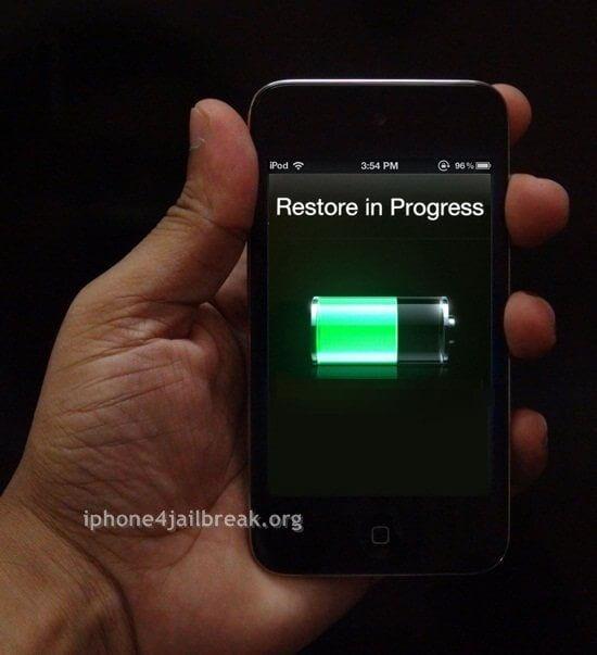 ipod touch 4 restore in progress