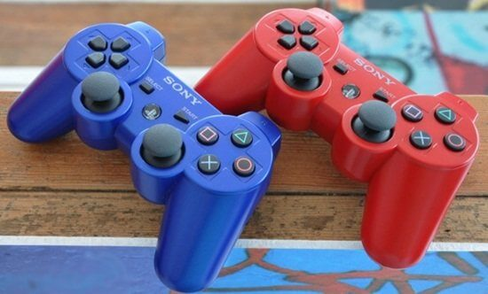 playstation-4-blue-and-red-dual-shock-3-controllers-Optimized